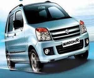 Maruti WagonR  Displacement: 998cc  Starting Price: Rs 3.42 lakh (New Delhi ex-showroom price)  Fuel Consumption: 18.90 kmpl
