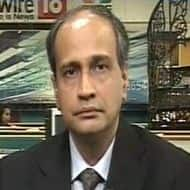 Interact with CNBC-TV18: Stay away from high-valued private banks, says HSBC
