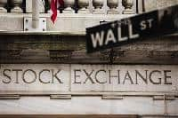 Wall St kicks off new quarter with solid gains on data