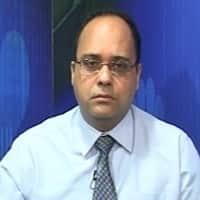 Sell Bank Nifty 19100 Put; see momentun in Petronet: Amit Gupta