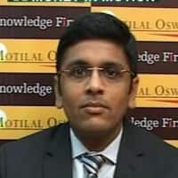 Positive on crude & base metals: Navneet Damani