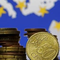 Euro zone bks to tighten access to corporate lending: ECB survey