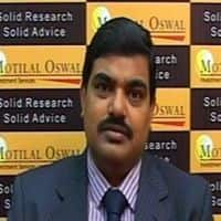 Buy gold & sell crude: Kishore Narne