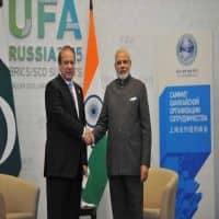 India, Pak break ice; Modi to visit Pak for SAARC Summit