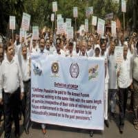 Ex-servicemen suspend OROP agitation, to fight it out in SC