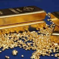 Gold holds three-and-a-half week low on Fed rate hike prospects