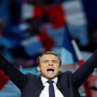 Emmanuel Macron tops French election, to fight Le Pen in second round